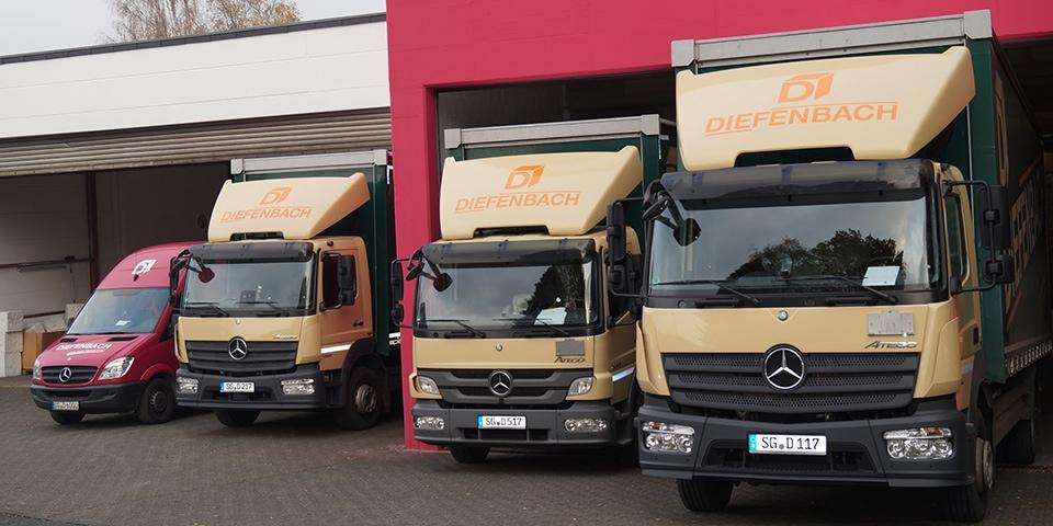 Mehrere LKWs von Diefenbach Verpackungen
