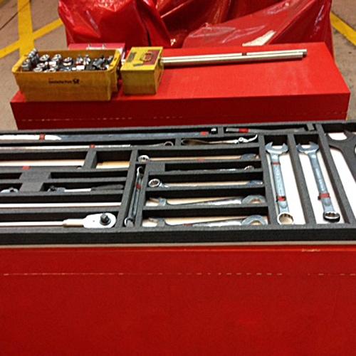 Foto eines roten Werkzeugkastens von Diefenbach Verpackungen