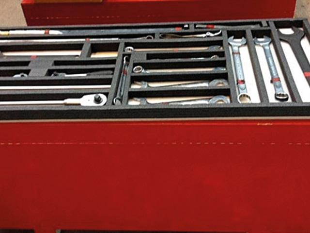 Foto eines roten Werkzeugkoffers von Diefenbach Verpackungen